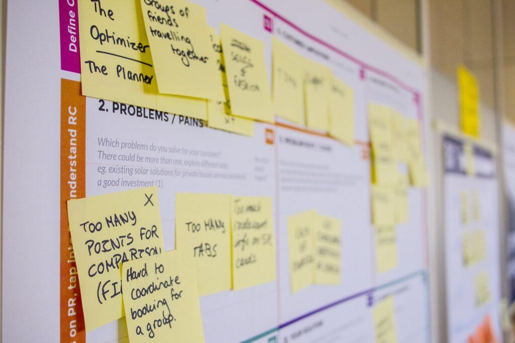Lean tapahtumakonseptointi aloitetaan aina yrityksen tarpeen kartoittamisesta ja ongelman määrittelystä. Tämän pohjalta toteutettava asiakasaltistus voi tilanteesta riippuen olla esimerkiksi koko asiakasrekisterin laajuinen kysely tärkeimmistä tapahtumaan osallistumisen syistä, tai vaikkapa kolmelta tärkeimmältä prospektilta syväluotaavasti selvitetty mielipide suunnitellun tapahtuman ohjelmarakenteesta.